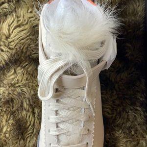 C213 Shrealing sneaker